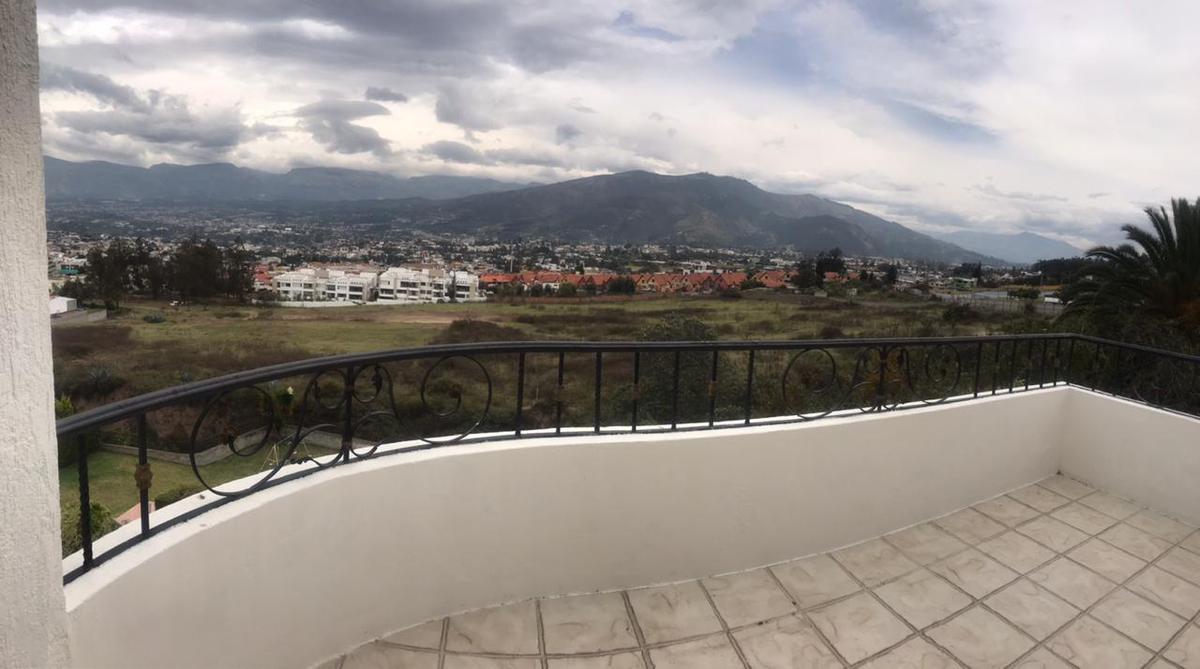 Foto Departamento en Alquiler en  Cumbayá,  Quito  Santa Lucía Alta