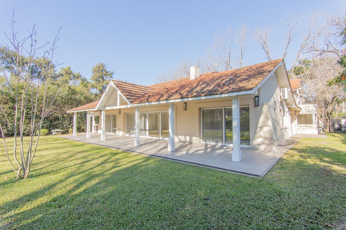 Foto Casa en Venta en  Las Lomas-Horqueta,  Las Lomas de San Isidro  Eliseo Reclus al 1200