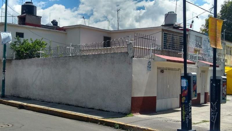 Foto Casa en Venta en  Constitución de 1917,  Iztapalapa  CASA VENTA IZTAPALAPA D.F. EN ESQUINA