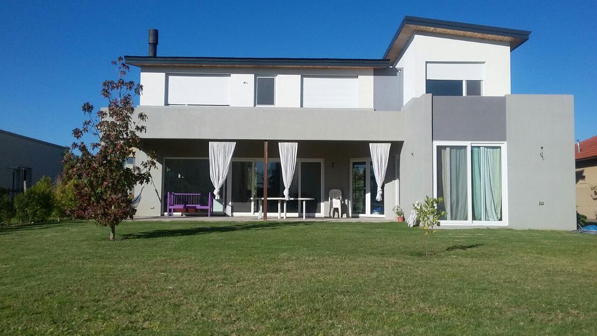 Foto Casa en Venta en  Santa Teresa,  Villanueva  Santa Teresa. Casa 4 dormitorios, dependencia y escritorio. Venta