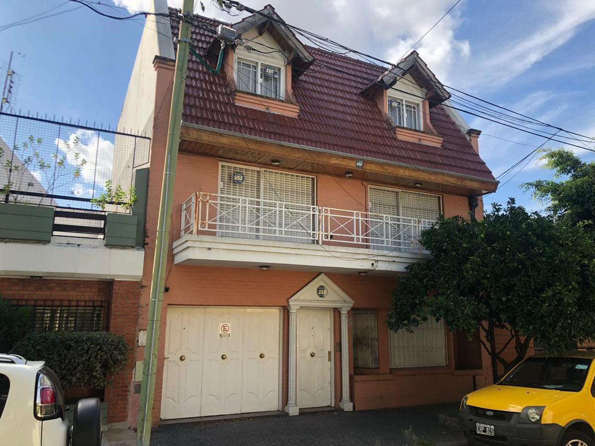 Foto Casa en Venta en  Villa del Parque ,  Capital Federal  Pasaje Paula Albarracin de Sarmiento N° 3491