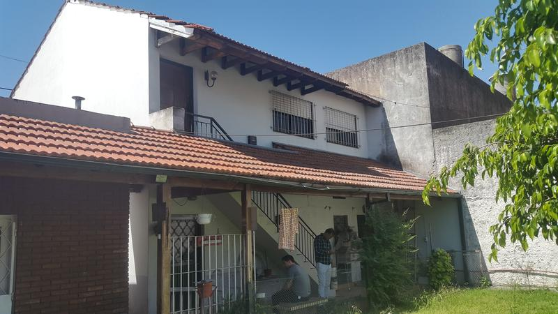 Foto Local en Venta en  Banfield Oeste,  Banfield  Larroque al 1600