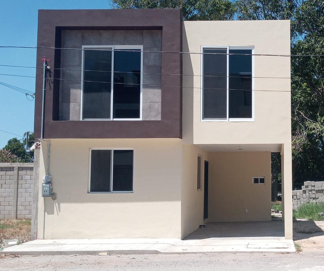 Foto Casa en Venta en  Vicente Guerrero,  Ciudad Madero  Casa en venta con terreno adicional en excelente ubicación en Ciudad Madero