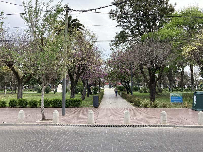 Foto Local en Alquiler en  Esc.-Centro,  Belen De Escobar  Hipolito Irigoyen