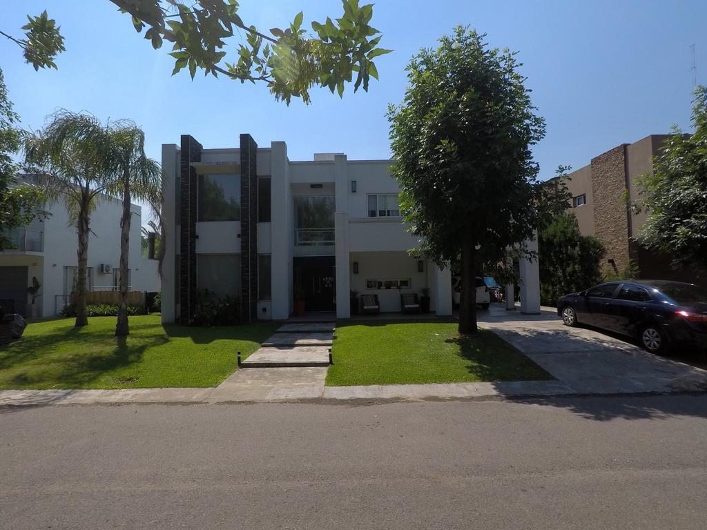 Foto Casa en Venta en  Altos Del Sol,  Countries/B.Cerrado (Ituzaingó)  Altos del Sol