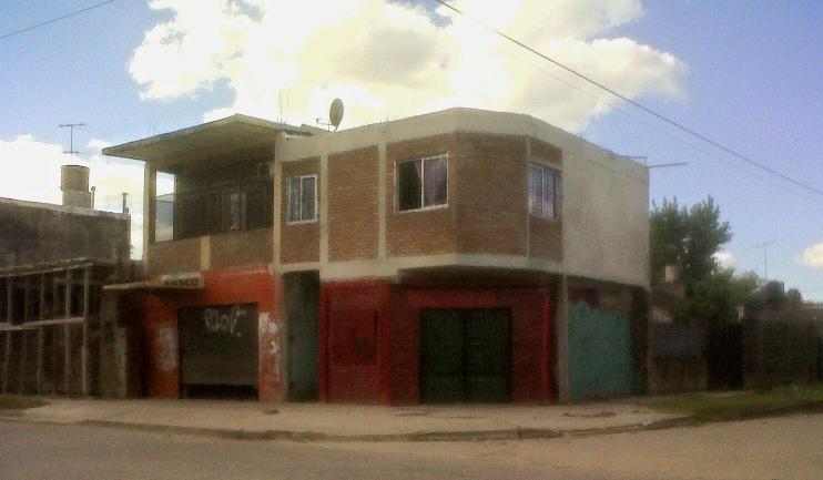 Foto Casa en Venta    en  Jose Clemente Paz ,  G.B.A. Zona Norte  Av. Sarmiento al 4300