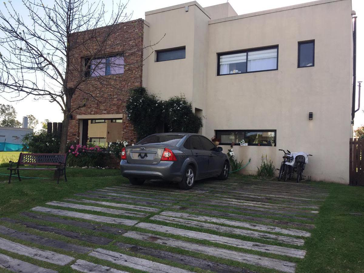 Foto Casa en Venta en Atahualpa entre Watt y ESTADOS UNIDOS, Moreno | Countries/B.Cerrado | Haras Maria Victoria