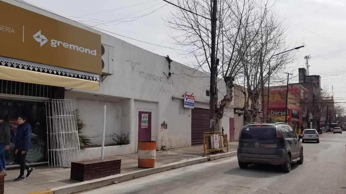 Foto Local en Alquiler en  Pilar ,  G.B.A. Zona Norte  Ituzaingo al 600