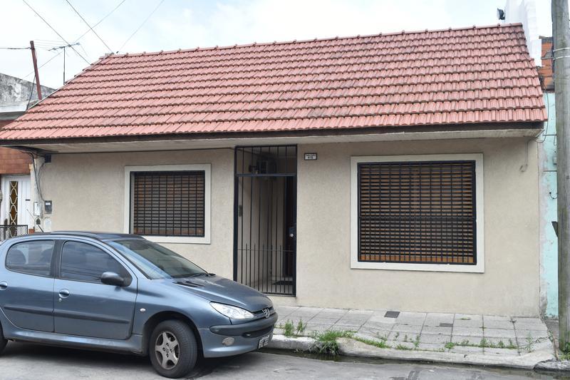 Foto Casa en Alquiler en  Valentin Alsina,  Lanus  JORGE CHAVEZ al 400
