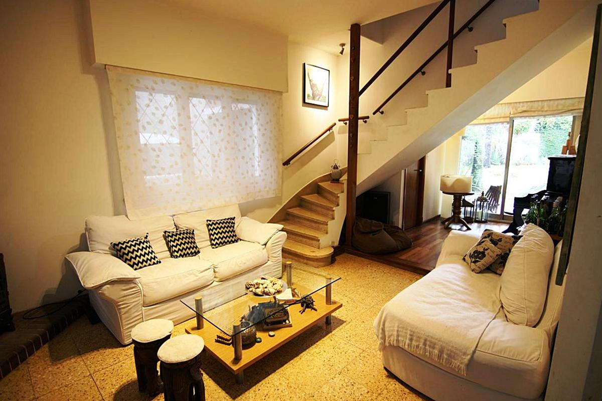 Foto Casa en Venta en  Olivos-Roche,  Olivos  Félix de Amador al 2700