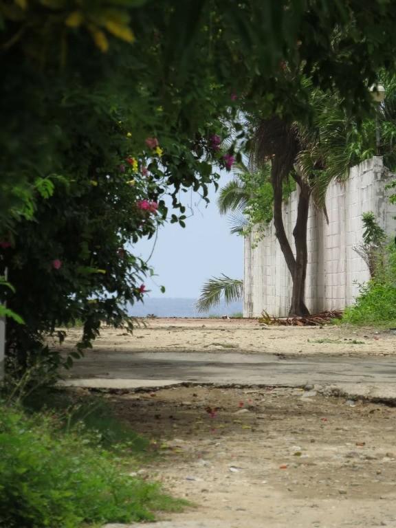Foto Terreno en Venta en  Pueblo Pie de La Cuesta,  Acapulco de Juárez  TERRENO EN VENTA EN CALZADA PIE DE LA CUESTA