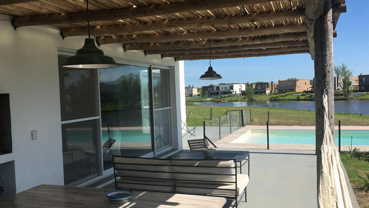 Foto Casa en Alquiler temporario en  San Rafael,  Villanueva  Blvd de Todos los Santos 3500