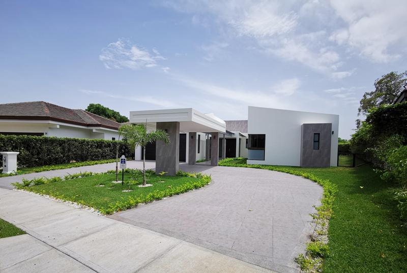 Foto Casa en condominio en Venta en  Piedades,  Santa Ana  Rio de Oro/ Moderna/ Espaciosa/ Para estrenar/4 habitaciones/ Jardín