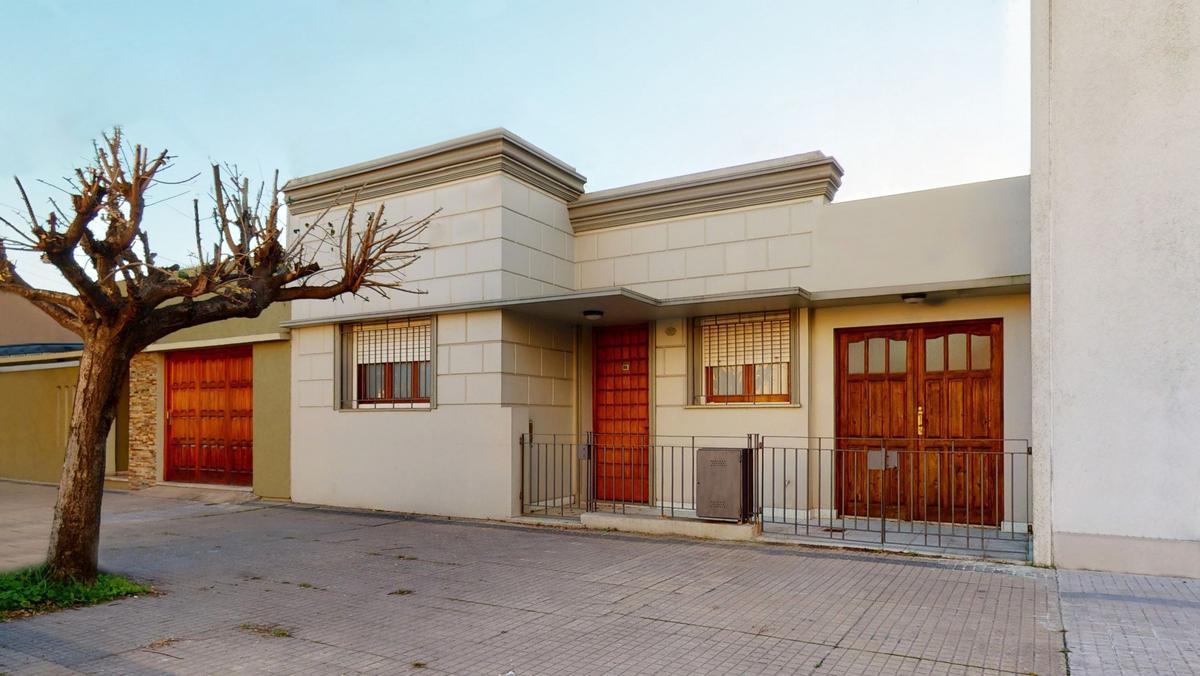 Foto Casa en Venta en  La Plata,  La Plata  Calle 49 N° 1637