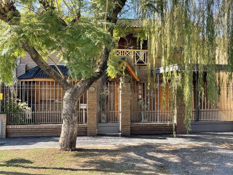 Foto Casa en Venta en  Temperley Oeste,  Temperley  GUIDO SPANO 1352  e. Santa Ines y San Basilio