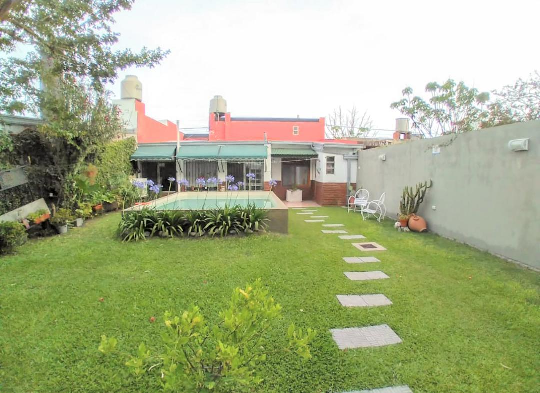 Foto Casa en Venta en  Ringuelet,  La Plata  Calle 513 e/ 5 y 6