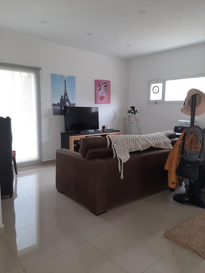 Foto Casa en Alquiler en  Centenario,  Confluencia  Barrio La Comarca
