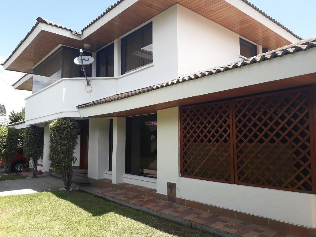 Foto Casa en Venta en  Cumbayá,  Quito  LA PRIMAVERA2, CUMBAYA VENTA Y/O RENTA LINDA CASA INDEPENDIENTE