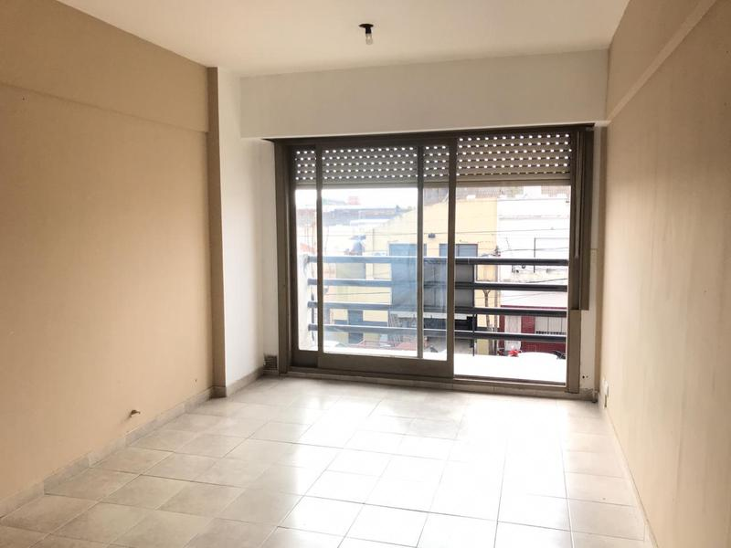 Foto Departamento en Venta en  Avellaneda,  Avellaneda  Av. Mitre al 2400