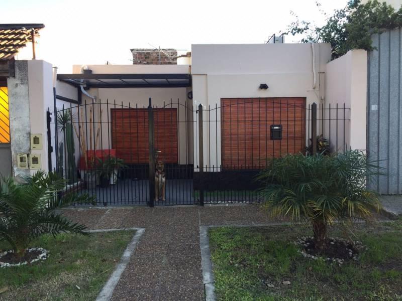Foto PH en Venta en  Bernal Oeste,  Quilmes  Liniers al 1.001 e/ Viejo Bueno y Smith