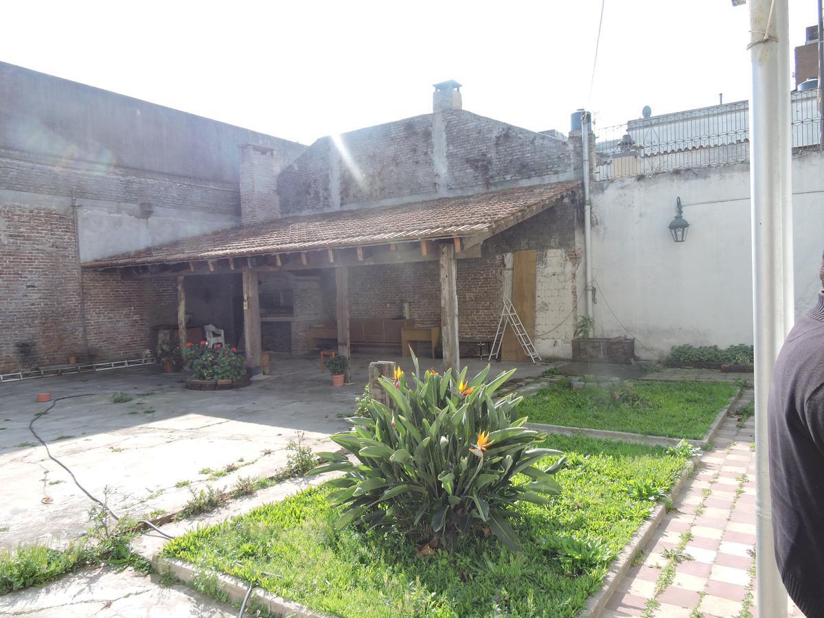 Foto Casa en Venta en  Prado ,  Montevideo  Suarez y Br. Artigas - 4 dorm, gran fondo y potencial!