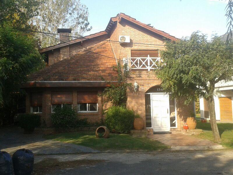 Foto Casa en Venta en  El Sosiego,  Countries/B.Cerrado (E. Echeverría)  Impecable casa en El sosiego