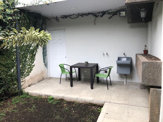 Foto Departamento en Renta en  Los Anonos,  Escazu  Los Anonos / 1 Habitación/  Amueblado/ Incluye servicios/ Jardín