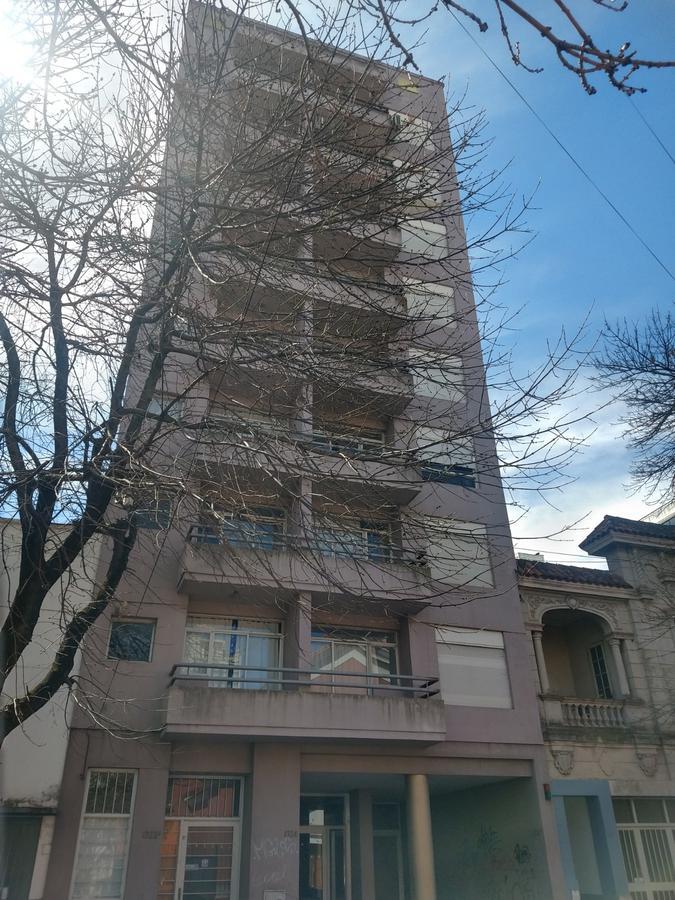 Foto Departamento en Alquiler en  La Plata,  La Plata  3  proximo 60