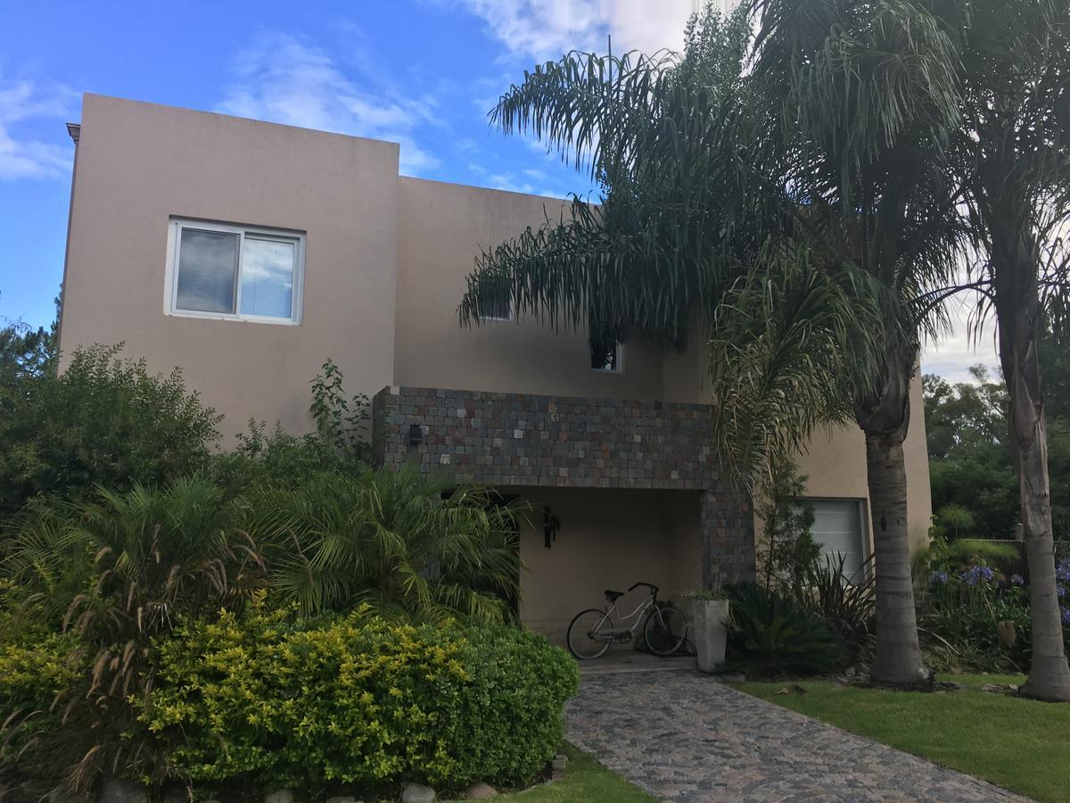 Foto Casa en Venta en  El Aromo,  Countries/B.Cerrado  El Aromos