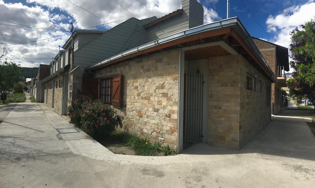 Foto Casa en Alquiler en  Esquel,  Futaleufu  Pellegrini al 700