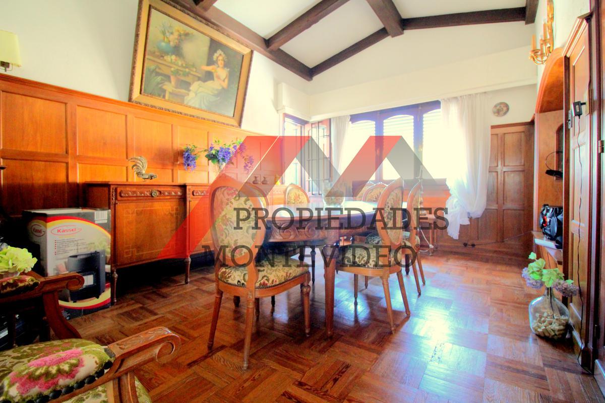 Foto Casa en Venta en  La Blanqueada ,  Montevideo  La Blanqueada- Familla esq Centenario