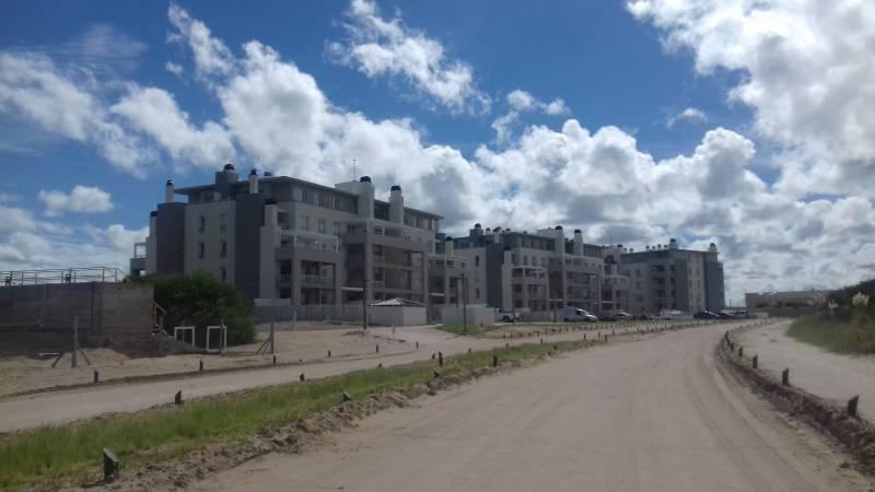 Foto Departamento en Alquiler temporario en  Costa Esmeralda,  Punta Medanos  AlGolf19 - Edificio Albatros 1  A