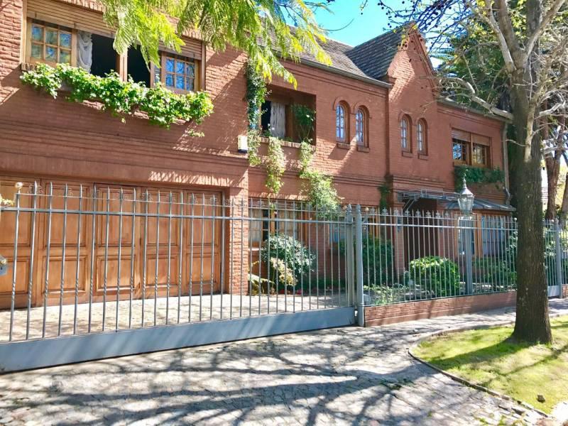 Foto Casa en Venta en  Acassuso,  San Isidro  Rivera Indarte al 1000