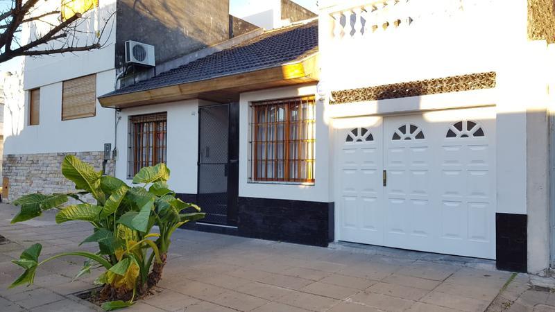 Foto Casa en Venta en  Parque Avellaneda ,  Capital Federal  Francisco Bilbao al 4500 casa 4 ambs con quincho y piscina
