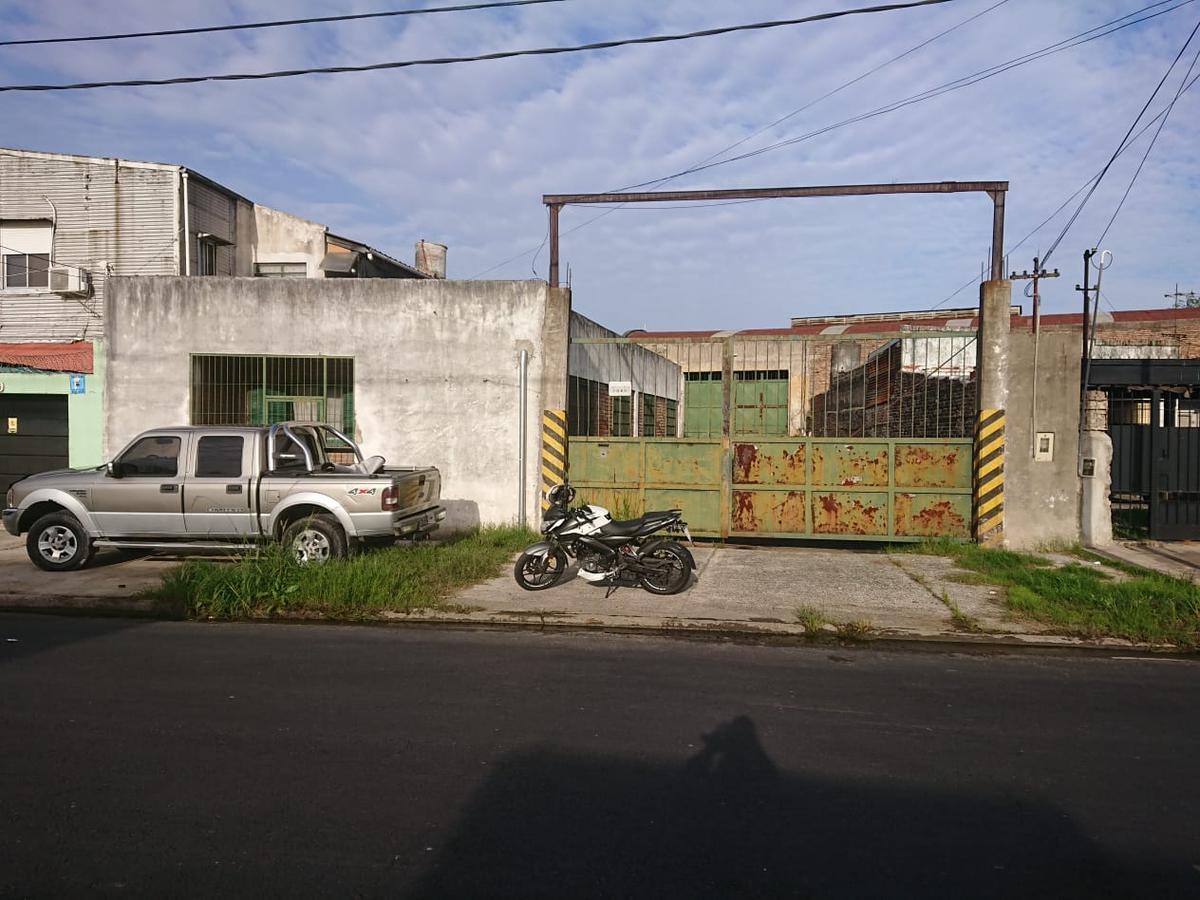 Foto Galpón en Alquiler en  Crucesita,  Avellaneda  Argañaraz al 1800