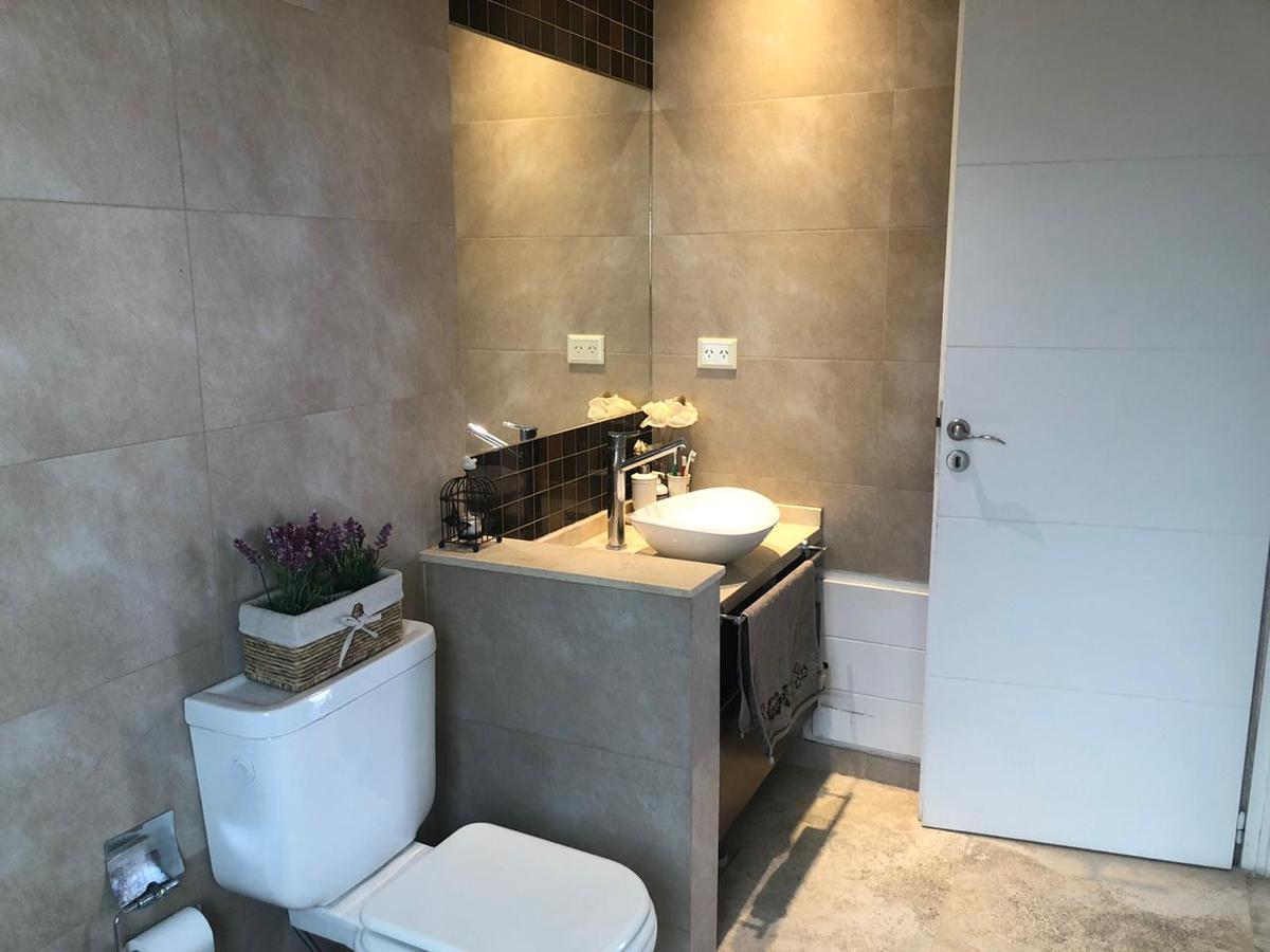 Foto Casa en Venta | Alquiler temporario en  Los Alisos,  Nordelta  Avenida Los Lagos  al 100