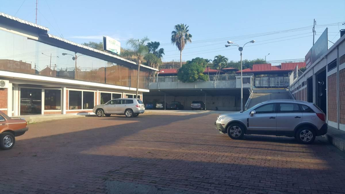 Foto Local en Venta en  Norte de Guayaquil,  Guayaquil  Av Carlos Julio Arosemena