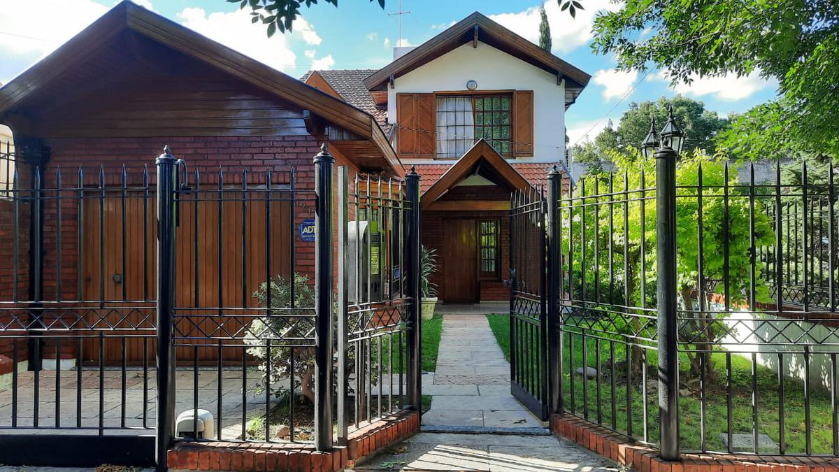 Foto Casa en Venta en  Burzaco Oeste,  Burzaco  ROLDAN 1219 ENTRE GUIDO SPANO Y BERMUDEZ BURZACO