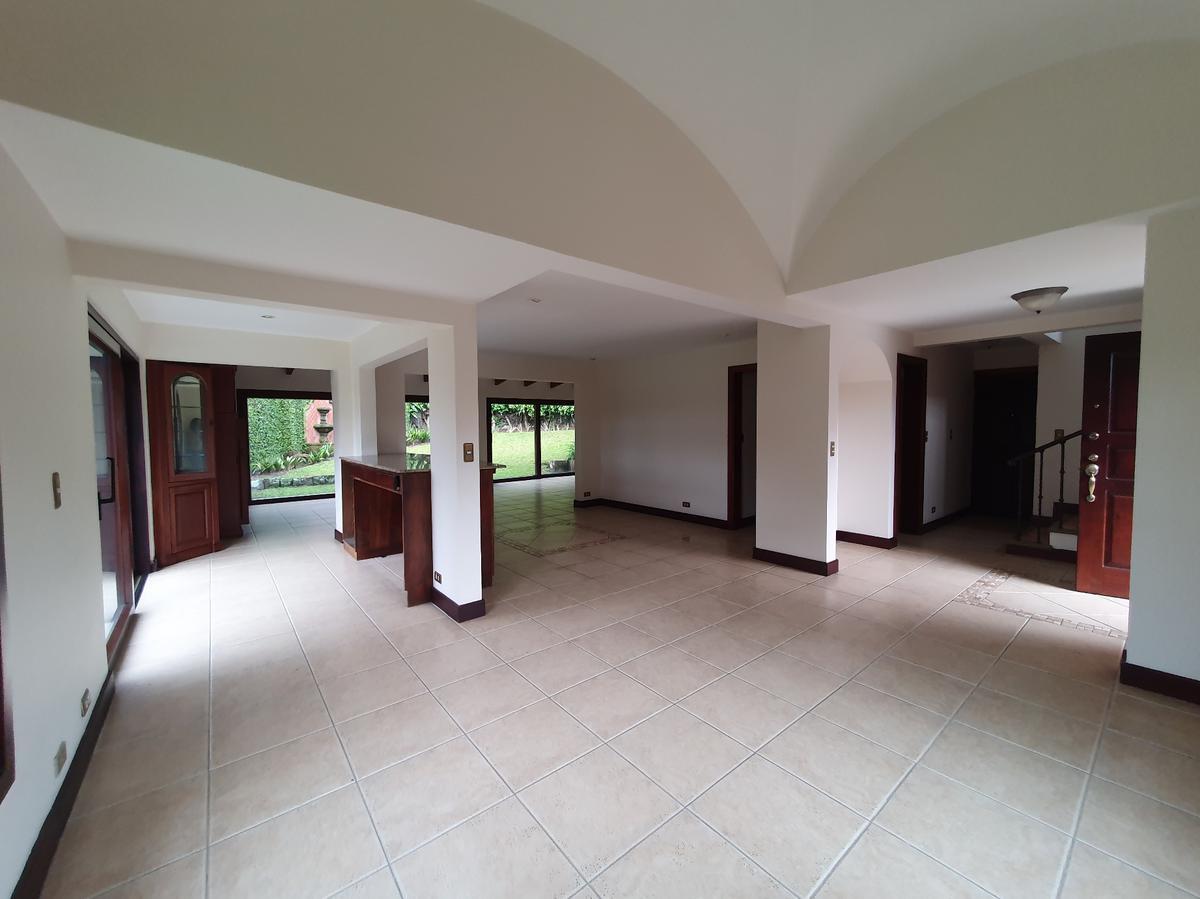 Foto Casa en condominio en Renta | Venta en  San Rafael,  Escazu  Exclusivo Condominio / Amplio Jardín / Exc Ubicación