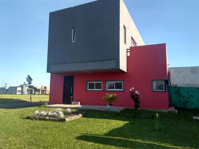 Foto Casa en Venta en  Laguna Azul,  Countries/B.Cerrado  Pres. Nestor Kirchner 11300  Barrio Laguna Azul
