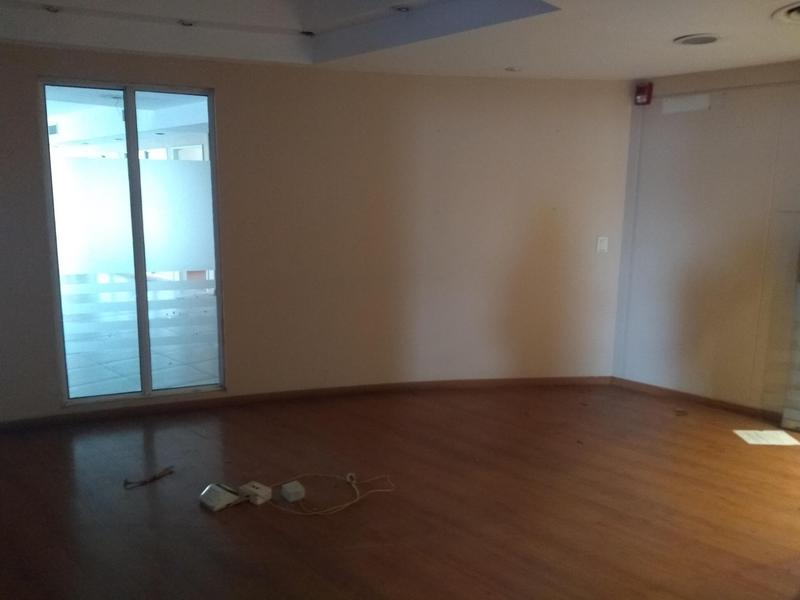 Foto Oficina en Alquiler en  Microcentro,  Centro  Suipacha 72, 8° A, entre Rivadavia y Bme. Mitre, CABA