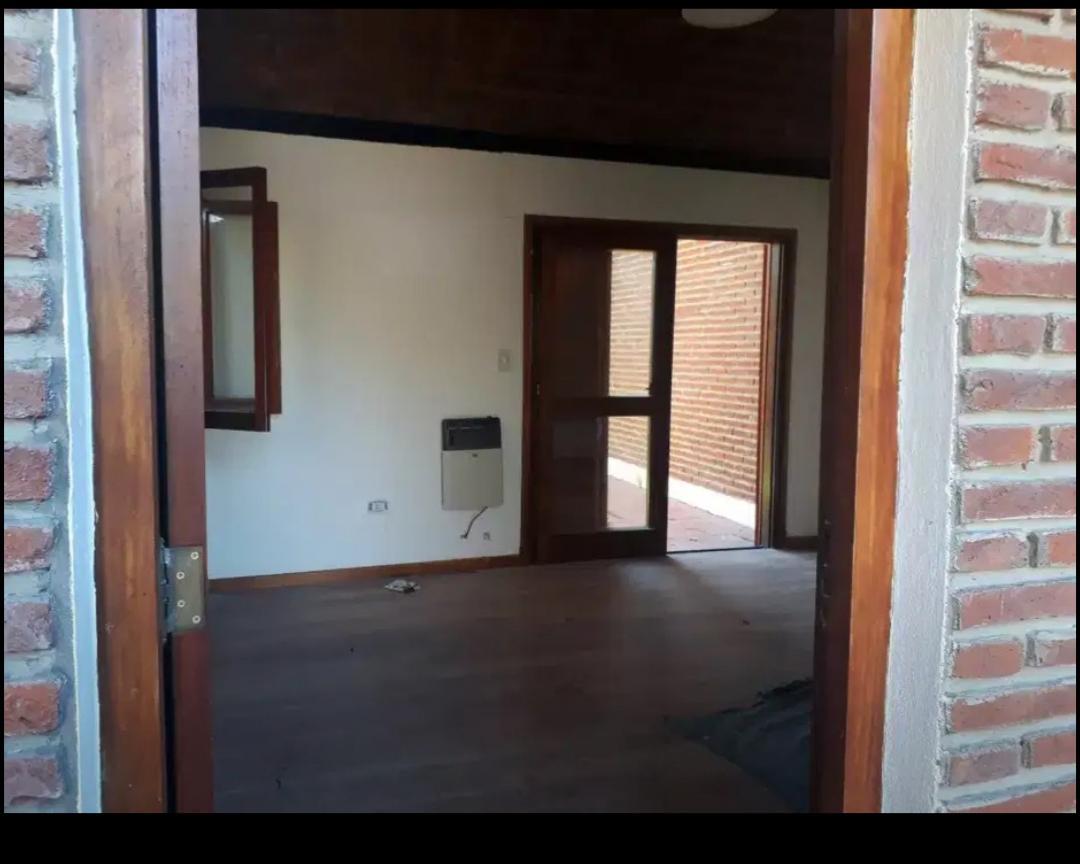 Foto Casa en Venta en  Manuel B Gonnet,  La Plata  al 400