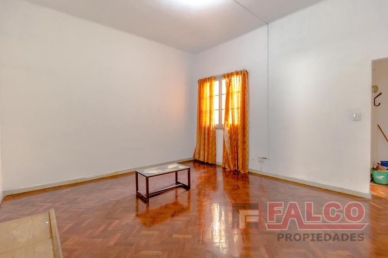 Foto Departamento en Alquiler en  Flores ,  Capital Federal  Rivadavia al 6300