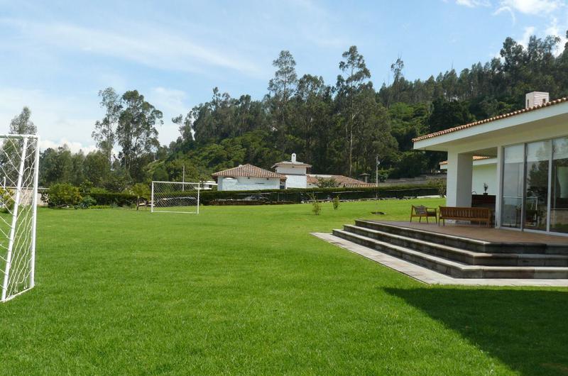 Foto Casa en Venta en  Pifo,  Quito  PIFO SE VENDE HERMOSA CASA MODERNA CON AMPLIAS ÁREAS VERDES.