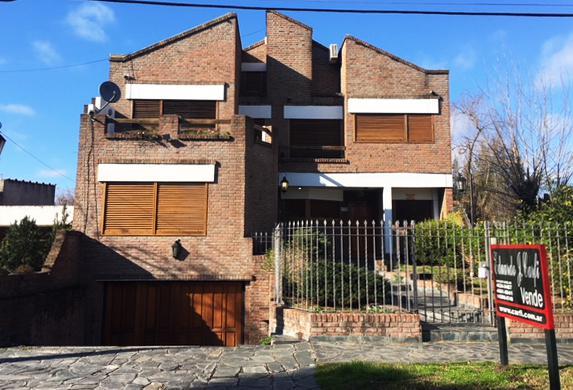 Foto Casa en Venta en  Ituzaingó Norte,  Ituzaingó  Alberti al 200