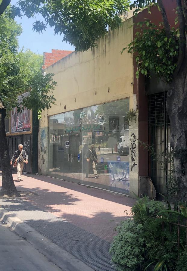 Foto Local en Alquiler en  Constitución ,  Capital Federal  Av. Garay al 900