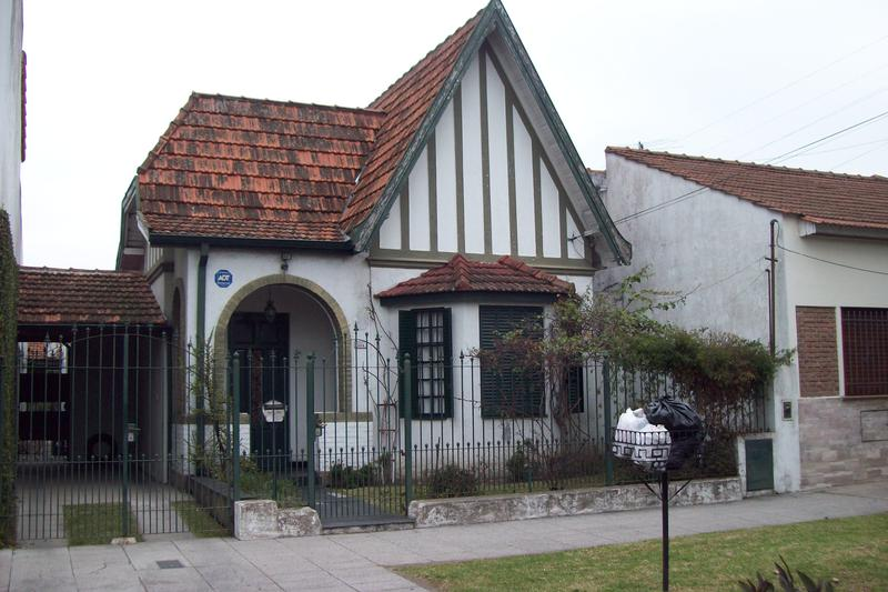 Foto Casa en Venta en  Lomas de Zamora Oeste,  Lomas De Zamora  GORRITI 888, e/Piaggio y Diaz Velez