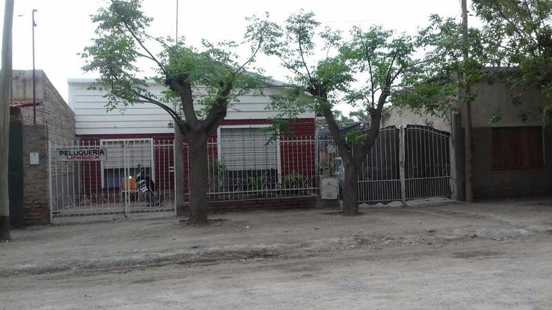Foto Casa en Venta |  en  Villa Regina,  General Roca   CASA EN VILLA REGINA