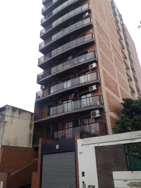 Foto Local en Alquiler en  San Miguel De Tucumán,  Capital  Local- San Lorenzo 987- PB c/ Fte. Vidriado