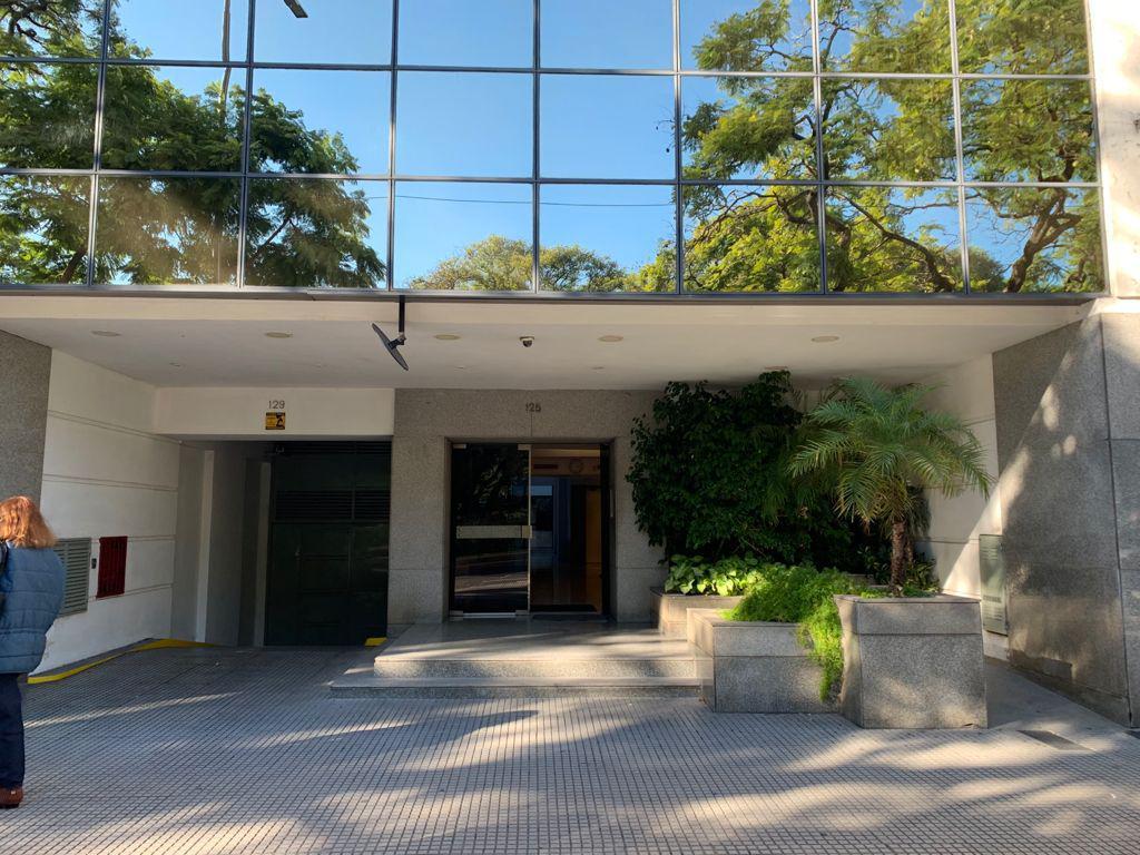 "Foto Oficina en Alquiler en  Microcentro,  Centro (Capital Federal)  C. Pellegrini 125, Piso 4, Depto ""B"", entre Bme. Mitre y Tte. Gral J. D. Peron"